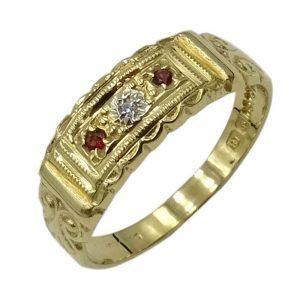 18ct Gold Vintage Ladies Three Stone Garnet Diamond 0.01ct Ruby Ring S