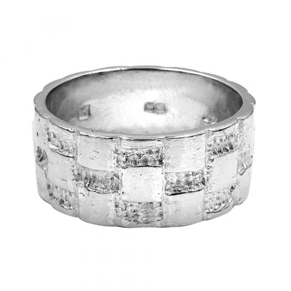 18ct White Gold Vintage Heavy Patterned 8mm 10.56g Size R Wedding Band Ring